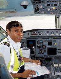 ニュース画像:ニューギニア航空、初のジェット機を操縦する女性機長が誕生