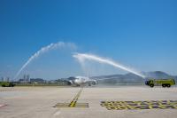 ニュース画像 1枚目:ペナンで歓迎を受けるカタール航空の787