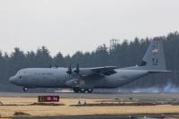 ニュース画像:横田基地所属のC-130J、2月28日に嘉手納飛行場に予防着陸