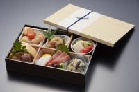 ニュース画像:アメリカン航空、日本発路線で和食「くろぎ」シェフ監修の機内食を提供