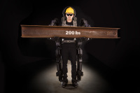 ニュース画像:デルタ、安全と能力強化でスタッフ用にロボット型スーツ開発に協力