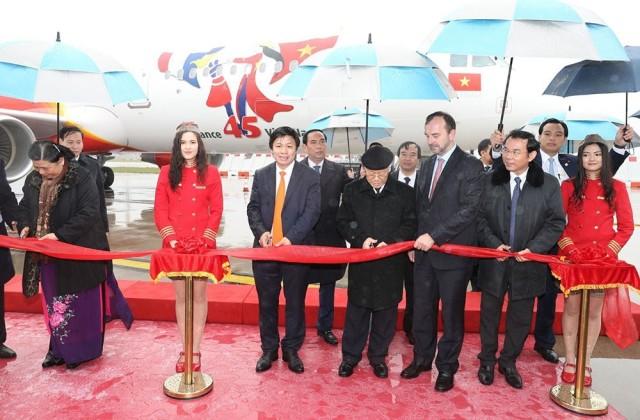 ニュース画像 1枚目:ベトナムとフランスの外交45周年記念 ロゴを施した機体の受領セレモニー