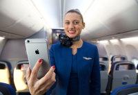 ニュース画像:ユナイテッド航空、客室乗務員にiPhone 6 Plusを支給 機内販売の決済も