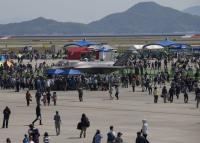 ニュース画像 4枚目:高い関心を集めるF-35Bの地上展示
