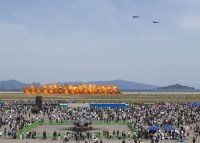 ニュース画像 2枚目:アメリカの航空ショーらしく熱風が伝わってくる展示