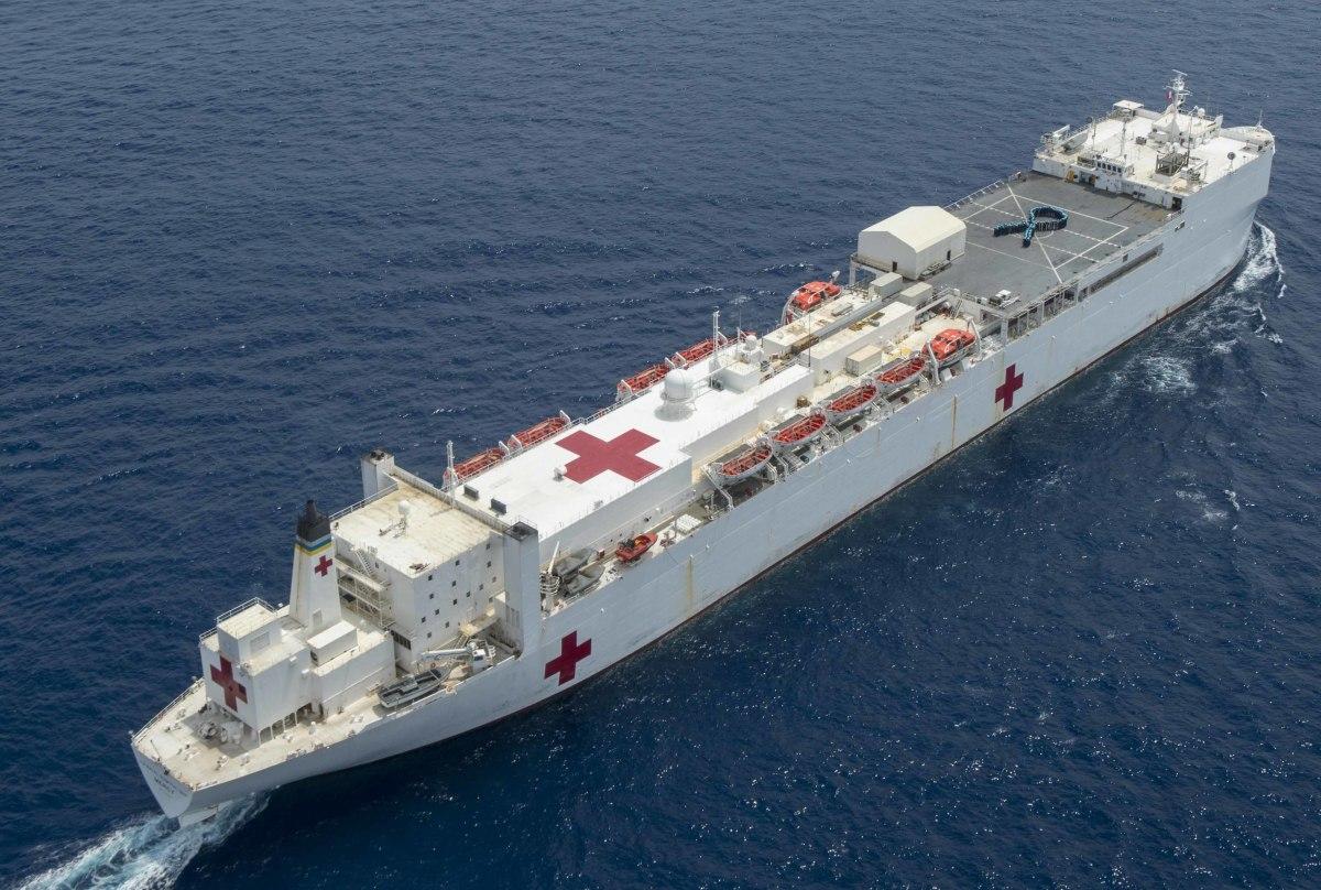 ニュース画像 1枚目:日本初寄港となるアメリカ海軍の病院船「マーシー(T-AH-19)」