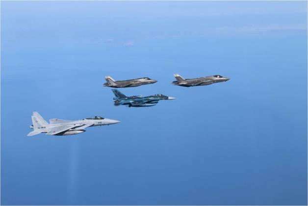 ニュース画像 1枚目:空自F-35Aを先頭に海兵隊F-35B、F-2A、F-15J