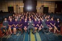 ニュース画像:デルタ航空、新客室乗務員が卒業式で初の新ユニフォームを着用