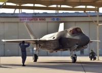 ニュース画像:三沢基地に空自F-35Aが5機配備、ヒッカム統合基地から飛来