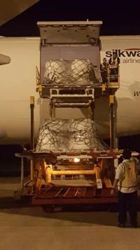 ニュース画像 3枚目:積荷降載作業のため、他空港から機材を運び込んだ