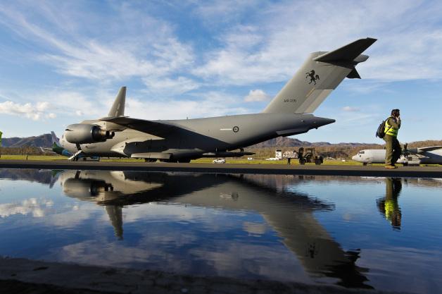 ニュース画像 1枚目:バヌアツ救援物資を空輸するオーストラリア空軍第36飛行隊のC-17AグローブマスターIII