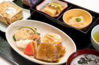ニュース画像:JAL、6月の国内線ファーストは宮崎の味 地頭鶏やきんかん餅など