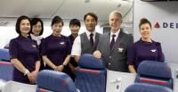 ニュース画像:デルタ航空、全世界で新制服の着用を開始 シンガポール発成田行きでも