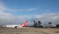 ニュース画像 2枚目:提携発表で並べられたカンタス「VH-VYD」とニュージーランド航空「ZK-OJF」