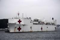 ニュース画像 1枚目:横須賀に入港する病院船「マーシー」