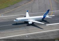 ニュース画像 3枚目:トゥールーズに着陸したA220