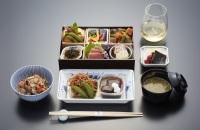 ニュース画像:アメリカン航空、日本発ビジネスクラスで生キャビア使用の夏メニュー提供