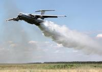 ニュース画像:山火事に42トンの水を散布するロシア空軍のIL-76【動画】