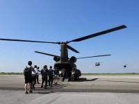 ニュース画像 1枚目:木更津駐屯地創立49周年記念行事での体験搭乗の様子