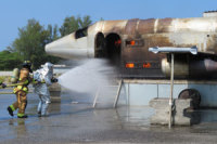 ニュース画像:航空自衛隊、嘉手納基地でアメリカ空軍と航空機火災対処訓練を実施