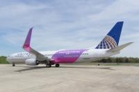 ニュース画像:ユナイテッド航空、737-900ERに紫の特別塗装 「パープル・プレーン」