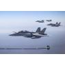 ニュース画像 2枚目:F/A-18BやF/A-18Aに給油するKC-30Aのブーム