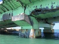 ニュース画像 1枚目:損傷を受けた橋脚と橋桁
