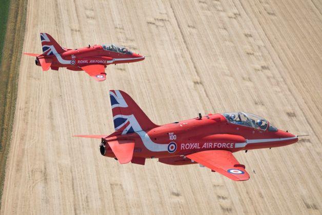 ニュース画像 1枚目:イギリス空軍100周年記念塗装のレッドアローズ