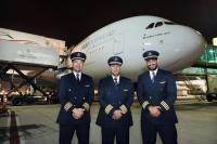 ニュース画像 1枚目:関西線には日本生まれのAlan Aniceto機長(左)が操縦桿を握った