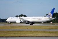 ニュース画像:ユナイテッド航空、787-10初号機を受領 787の3機種初めて揃う