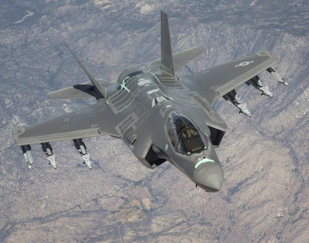 ニュース画像 1枚目:モハべ砂漠上空で行われているテスト飛行