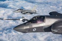 ニュース画像 2枚目:F-35Bとボイジャーの空中給油