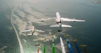 ニュース画像:UAE民間4社と空軍「アルフルサン」、11機で建国記念日に編隊飛行