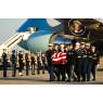 ニュース画像 4枚目:アンドルーズ空軍基地に到着した棺