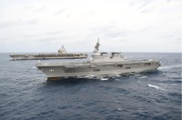 ニュース画像:CVN-76の横須賀帰港前にDDH-181が日米共同巡航訓練