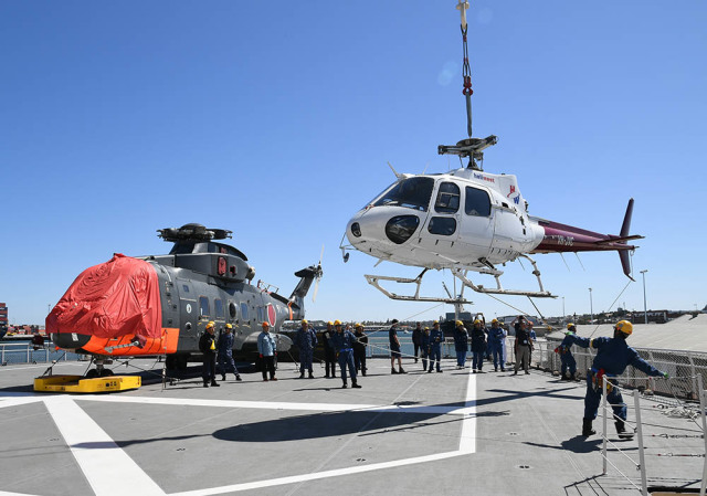 ニュース画像 1枚目:AS350を搭載する様子