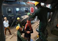 ニュース画像 3枚目:船内でヘリを使用した訓練