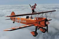 ニュース画像:ブライトリング・ウィングウォーカーズ、日米親善デーを前に日本初飛行