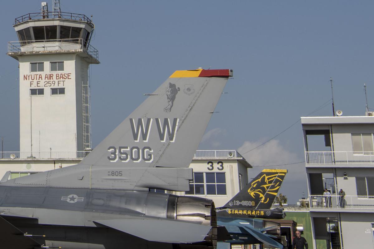 ニュース画像 1枚目:築城所属F-2「13-8508」とF-16CM「90-0805」が新田原で競演