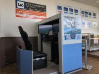 ニュース画像:大分空港、展望デッキ入口前にフライトシミュレーター設置