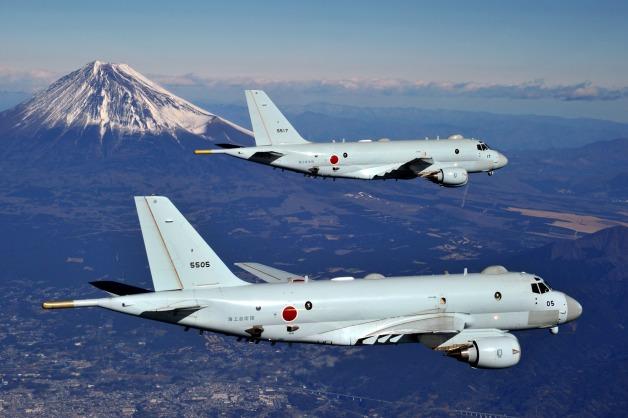 ニュース画像 1枚目:P-1が富士山上空を飛行