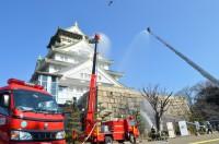 ニュース画像 1枚目:文化財防火デーで大阪城上空をヘリも飛行