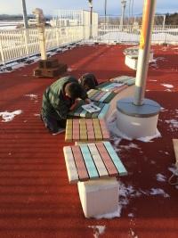 ニュース画像 1枚目:釧路空港展望デッキのベンチ