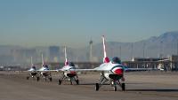 ニュース画像 1枚目:ネリス空軍基地でのサンダーバーズ