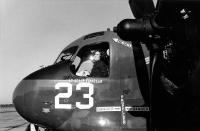 ニュース画像:米海軍初の女性戦闘機パイロット亡くなる Missing Man栄誉礼