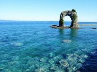 ニュース画像 1枚目:オクシリブルーに浮かぶ「なべつる岩」 イメージ
