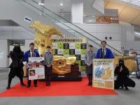 ニュース画像:新潟空港、3月下旬まで名古屋城の金シャチ実物大レプリカを展示