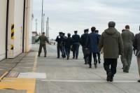 ニュース画像 3枚目:横田基地内を視察する様子