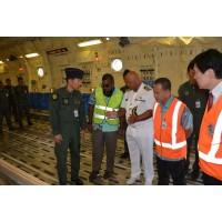 ニュース画像 3枚目:フィジー軍参謀長へC-2の説明風景