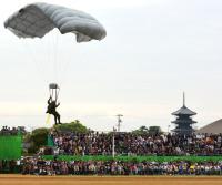 ニュース画像:善通寺駐屯地開設69周年記念行事、観閲式や空挺降下を実施
